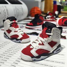1/6 scale Nike 'Air Jordan 6 / Carmine'  handmade by kiddo_  5.20 부터 신사동 가로수길에 위치한 FiftyFifty(@fiftyfifty_gallery)에서 진행되는 김정윤 작가님(@vagab)첫번째 개인전을 위한 협업으로 자세한건 전시회에서 보실수 있습니다  #김정윤 #fiftyfifty #nike #airjordan #airjordan6 #aj6 #carmine #sneakers #kiddoworks