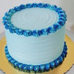 Cake Decorating Designs, Cake Decorating Videos, Birthday Cake Decorating, Cake Decorating Techniques, Cake Designs, Grandma Birthday Cakes, Blue Birthday Cakes, Homemade Birthday Cakes, Cake Design For Men