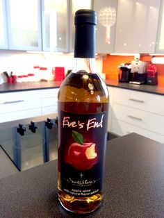Sweet apple wine highlighted with a delicious hint of cinnamon. A sinfully smooth expression of forbidden fruit.