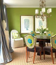 #excll #дизайнинтерьера #решения  Чтобы избежать чрезмерного затемнения комнаты, можно насытить комнату освещением или сочетать оливковый цвет с белой мебелью или декором, который его отлично освежает.