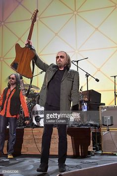 Tom Petty and the Heartbreakers's photos Tom Petty Free Fallin, King Bee, Music Therapy, Firebird, Golden Age, Rock N Roll, Toms, Middle, Entertainment