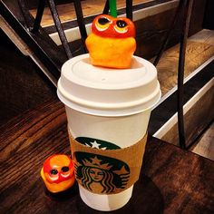 Conquering a cup of Starbucks' coffee! #mizumushikun #starbucks #coffee #drinking #nomnom #nom  #cafe #conquer #rest