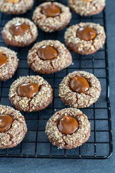 Caramel nut hussar donut- Karamell Nuss Husarenkrapfen Nutty-caramel Christmas cookies – made easy. Dairy Free Chocolate Cake, Gluten Free Chocolate Cake, Chocolate Mousse Cake, Cupcake Recipes, Dessert Recipes, Baking Recipes, Cake Simple, Christmas Biscuits, Christmas Cookies
