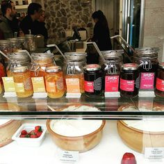The meeting point of our Acropolis tour! Greek yogurt with yummy toppings!😍 #Athens #Greekfood | Greece