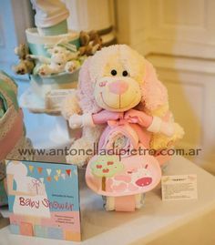 Torta de pañales, diaper cake #babyshower http://antonelladipietro.com.ar/blog/2012/11/diapercake-babyshower/
