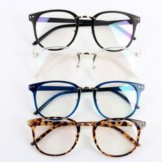 Channel your inner nerd with this geek-chic eyeglasses. Comes with clear lenses. Gender : Unisex Degree : Plain mirror (no degree)