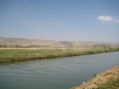 The Jordan. sia Elia che Eliseo col mantello percossero le acque di questo fiume (Giordano) ...le quali si divisero di qua e di là.
