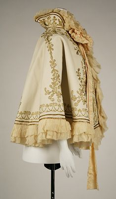 Cape (side) - H. Edwardian Fashion, Vintage Fashion, Gothic Fashion, Grandeur Nature, Mode Hijab, Costume Design, Aesthetic Clothes, Day Dresses, Cool Outfits