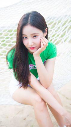 Momoland Yeonwoo - Bboom Bboom Japanese version photoshoot by Naver x Dispatch - Sexy K-pop Cute Asian Girls, Cute Girls, Kpop Girl Groups, Kpop Girls, My Beauty, Asian Beauty, Pretty Asian, Asia Girl, Korean Actresses