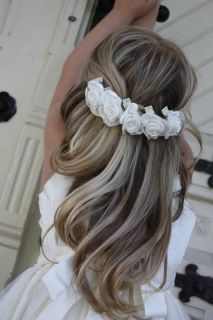 beautiful hair idea for first communion Flower Girl Hairstyles, Little Girl Hairstyles, Wedding Hairstyles, Communion Hairstyles, First Communion Dresses, First Communion Hair, Bridesmaid Hair, Hair Dos, Bridal Hair