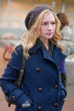 I loved the character they created for Brittany Robertson in Life Unexpected.  I wanted to go buy a knit beret every time I watched the show! (Yeah I still want one!) Her jacket is also fantastic!