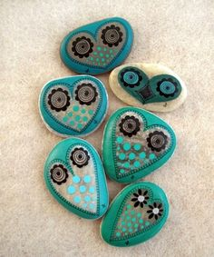 painted owls.. also very nice (y) ___ 8 Interesting Ways to Paint Rocks