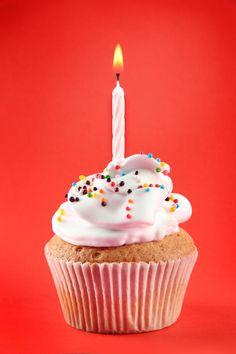 ♫ ♬ ♪ ♩Happy birthday to you .happy birthday to you .happy birthday to you .happy birthday to you . Birthday Design, Girl Birthday, Birthday Ideas, Banana Pudding Cake, Cupcakes, Happy Birthday Images, Parfait, Birthday Candles, Party Time