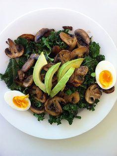 Kle and mushroom salad Kale Recipes, Healthy Recipes, Clean Recipes, Healthy Meals, Vegetarian Recipes, Soup And Salad, Kale Salad, Egg Salad, Avocado Salad