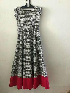 Without sleeves will be better Salwar Designs, Kurti Neck Designs, Kurta Designs Women, Blouse Designs, Kalamkari Dresses, Ikkat Dresses, Mode Crochet, Hippy Chic, Indian Designer Wear