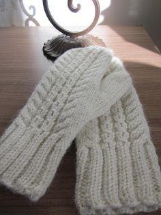 Ravelry: Hertta pattern by Essi Rajaniemi Knitting Charts, Loom Knitting, Knitting Socks, Knitting Patterns Free, Free Knitting, Mittens Pattern, Knit Mittens, Knitted Boot Cuffs, Knitted Hats