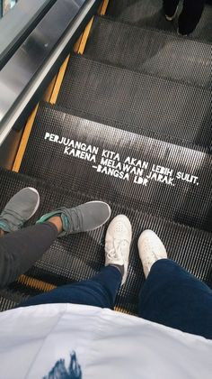 Quotes Rindu, Quotes Lucu, Qoutes, Instagram Story Ideas, Instagram Quotes, Long Distance Relationship Quotes, Reminder Quotes, Positive Mind, Ldr