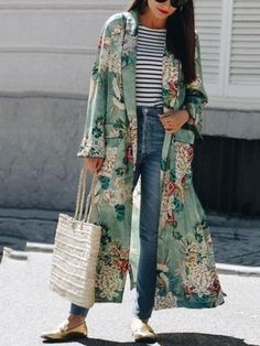 (photo All That She Wants) Pour ou contre la version Zara du kimono Gucci ? (photo All That She Wants) Gucci Kimono, Kimono Fashion, Girl Fashion, Spring Fashion, Fashion Outfits, Fashion Trends, Fashion Hacks, Abaya Fashion, Color Fashion