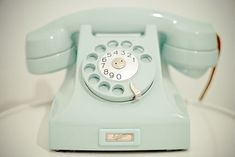 Pastel Turquoise vintage dial up telephone. Color Menta, Mint Color, Green Colors, Turquoise, Teal, Pink Purple, Retro Phone, Vintage Phones, Old Phone