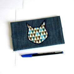 Porte-chéquier chat bleu en jean recyclé, pour chéquier type portefeuille, doublé en coton bleu roi : Etuis, mini sacs par melkikou-upcycling