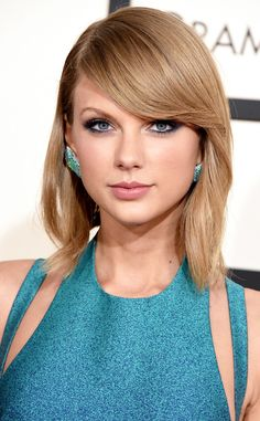 Gotta love Taylor's transition from classic red lipstick into smokey eyes and pink lips!