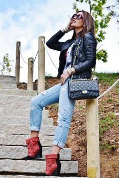 Vanessa de keykoamodel luce como siempre un estilo propio con mucha clase y esta vez acompaña con varias de nuestras pulseras MAR BCN, que os parece??? la pulseras las puedes conseguir en : www.marbcnshop.com