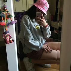 Pink Buvket hat .