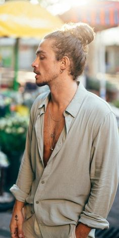 21 Sexiest Long Hairstyles for Men to rock in 2019 Full Man Bun Style for Long Hair - Unique Long Hairstyles Ideas Man Bun Hairstyles, Boys Long Hairstyles, Haircuts For Men, Hairstyle Men, Curly Hair Men, Curly Hair Styles, Natural Hair Styles, Man Bun Styles, Beard Styles