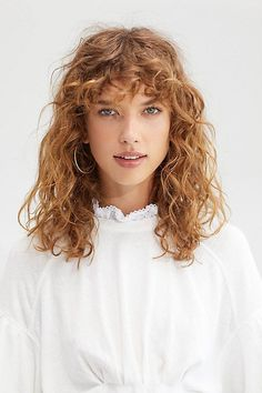 21 curly bangs hairstyle ideas seen on celebs who refuse to tame the mane & q Long Curly Hair bangs Celebs curly Hairstyle Ideas Mane Refuse Tame Curly Hair Updo Wedding, Curly Hair Braids, Curly Hair With Bangs, Curly Hair Cuts, Short Curly Hair, Hairstyles With Bangs, Bangs Hairstyle, Hairstyle Ideas, Hair Bangs