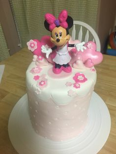 Minnie Mouse buttercream and fondant cake