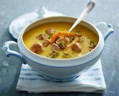 Das Rezept für Geröstete Kürbis-Pastinaken-Suppe mit Brätbällchen und weitere kostenlose Rezepte auf LECKER.de