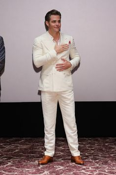 Chris Pine Photos - Actor Chris Pine attends the Fan Screening of the Paramount…