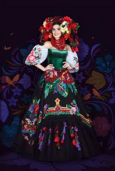 Miss Ukraine 2016 Folk Fashion, Fashion Show, Fashion Outfits, Native Fashion, Russian Fashion, European Fashion, Royal Beauty, Russian Culture, Ethnic Looks