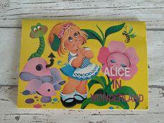 Alice in Wonderland Pop-Up Book // // Minipanorama Retro Pop, Mad Hatter Tea, Lewis Carroll, Queen Of Hearts, Vignettes, Alice In Wonderland, Pop Up, Tea Party, 1980s