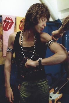 Mick, just few minutes before to go to the stage, somewhere in #Usa... #RollingStones #rock #legends