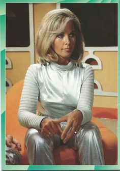 FAB_20_back cover - UFO - Wanda Ventham as Colonel Virginia.Lake_ADV collection