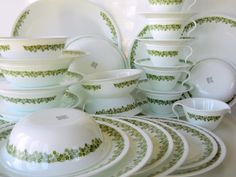 Corelle Spring Blossom Green Dishes - I'm still using some of my mom's. Vintage Kitchenware, Vintage Dishes, Vintage Glassware, Vintage China, Vintage Pyrex, Vintage Food, Vintage Green, Corelle Ware, Corelle Dishes