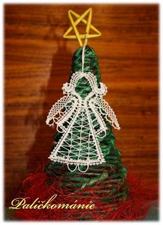 Types Of Lace, Bobbin Lace Patterns, Plant Hanger, My Design, Crochet Earrings, Christmas Ornaments, Knitting, Holiday Decor, How To Make