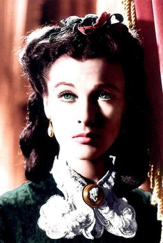 So many expressions in this film. Vivien Leigh Scarlett O'Hara Gone With the Wind Scarlett O'hara, Scarlett Dresses, Vivien Leigh, Vintage Hollywood, Hollywood Glamour, Classic Hollywood, Divas, Clark Gable, Old Movies