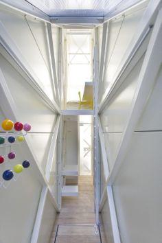 Architecture   The Keret House - Visitez la maison la plus étroite du monde conçue par l'architecte polonais Jakub Szczesny. Une maison bâtie sur 14m² donne forcément des idées pour les appartements d'étudiants.