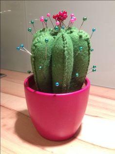 Gardez vos aiguilles bien piquées dans ce petit cactus porte-épingles !