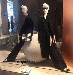 Max Mara Milan - Autumn 2017 - Womenswear Collection - black outfits with accessories 2017-11-13 #ispirablog #maxmara