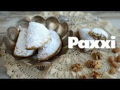 Κρητικά πατούδα, το ανεπανάληπτο γιορτινό γλύκισμα του νησιού. Αχνισμένα πιτάκια που μοσχοβολάνε ροδόνερο και κρύβουν μια γλυκιά γέμιση από ξηρούς καρπούς, μέλι και γλυκά μπαχαρικά. Είναι και νηστίσιμα! Greek Cookies, Greek Sweets, Bread, Pastries, Desserts, Food, Tailgate Desserts, Deserts, Tarts