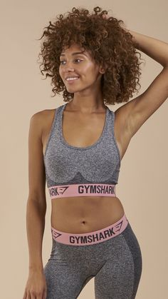 With moisture-wicking capabilities, sumptuously soft fabric and a form flattering contour design, the Gymshark Flex Sports Bra is a workout wardrobe must-have. The close seamless knit offers the freedom to move, whilst the jacquard elasticated waistband and removable padding provides guaranteed support.