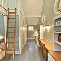 weiße gestaltung und treppe aus holz für ein modernes zimmer design - Frühlingsdeko 2014 – 50 neue Designer Deko Trends