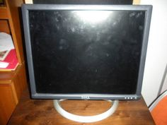 Dell UltraSharp 1901FP 19-inch Flat Panel Monitor with Height Adjustable Stand
