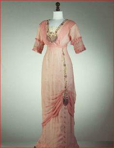 soft pink dress with lovely detailing. Looks earlier to me - hobble skirt, empire waistline, embellishments. Edwardian Clothing, Edwardian Dress, Antique Clothing, Edwardian Fashion, Historical Clothing, Vintage Fashion, Edwardian Era, Victorian Gown, Historical Costume