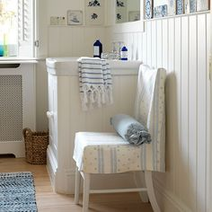 Country bathroom pictures and photos for your next decorating project. Find inspiration from of beautiful living room images Country Blue Bathrooms, Rustic Bathrooms, Bad Inspiration, Bathroom Inspiration, Beautiful Living Rooms, Beautiful Bathrooms, Bathroom Pictures, Bathroom Ideas, Family Bathroom