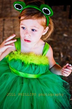 Leah insists she wants to be a frog for Halloween. I'm thinking something like this, tutu and headband?