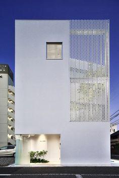 Modernes Gebäude mit halbtransparenter Fassade #modernearchitektur #modernarchitecture #architektur #architecture